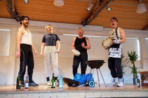 Lontoo-Helsinki (kuvassa vasemmalta Eugen Azcoaga, Matias Remes, Antti Villberg ja Pauli Kongas) korjasi koko potin. Smökki-sarjan teemana oli grillaus.